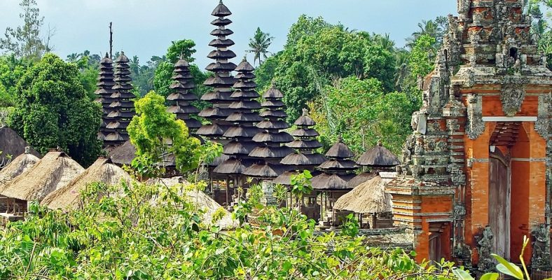mengwi roofs