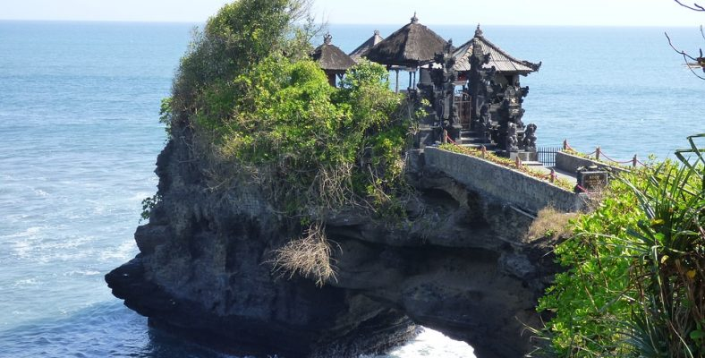 tanah lot water